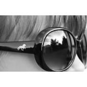 Gauti Solbrille med tøltende islænder